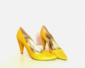 Vintage Yellow Leather Pumps Heels / Pointed Toe / size EU 37