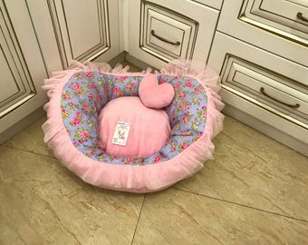 Pale pink and flower puppy bed Designer bed for dog Cat bed Custom made dog bed Birthday dog bed Persnalised dpg bed Puppy house