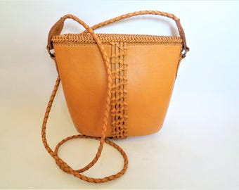 Handmade Leather Bag, Tan Leather Shoulder Bag, Indonesian Leather Handbag, Leather tote shoulder Bag, Indonesian Handmade Craft
