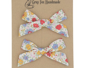 Daisy Floral Hand-Tied Bow // Pigtail Set