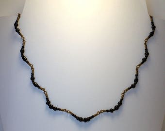 "Necklace ""clusters"" glass beads black red /laiton"