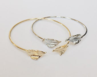 Leaf bangle bracelet / Silver or gold Leaves bangle / Delicate Leaf charm bangle bracelet / BR8C