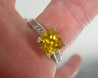 Vintage Sterling Silver Yellow Gemstone Ring Size 9