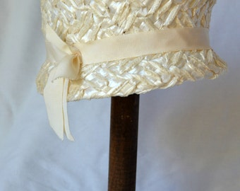 Vintage 1960s Ivory Woven Lampshade Hat