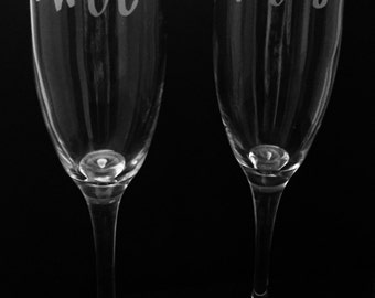 Modern Mr and Mrs etched champagne flutes ~ Engraved toasting glasses ~ Etched glasses for the Bride and Groom ~ Personalized wedding gift