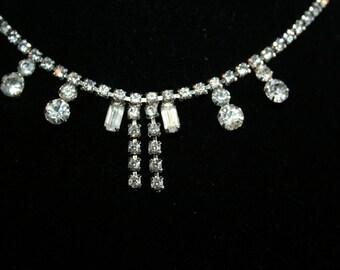 Lovely Dangling Rhinestone Necklace//Rhinestone Necklace//Vintage Necklace