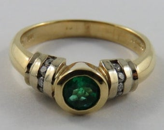 Ladies 14K Yellow Gold Diamond and Emerald Ring SIZE 7