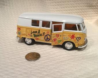 VW Bus Kinsmart 1:32 1/32 1962 Volkswagen VW Paint Classic Bus Diecast model bus Yellow