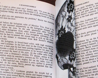 Don't lose your place! The #DeadPullipSociety Aluminium bookmark with a gloss Lace Skull painting on!