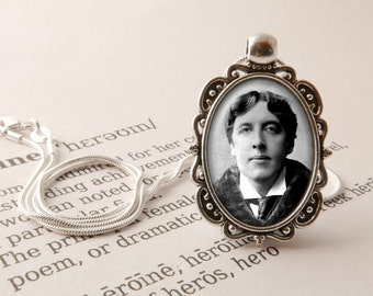 Oscar Wilde Pendant Necklace - Oscar Wilde Jewelry, Oscar Wilde Gift, Dorian Gray Vintage Necklace, Literary Gift, Oscar Wilde Jewellery