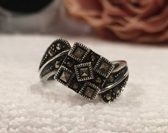 Absolutely Gorgeous Vintage STERLING SILVER Ring-Lovely Sweeping Geometric Design-Mounted with MARCASITES-Uk Size P-Us Size 7 1/2 - 4.96 gms