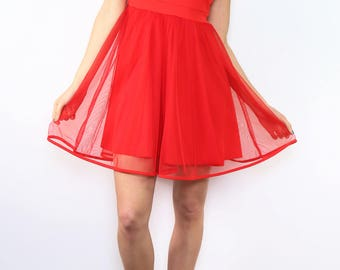 Short dress, sleeveless, low flared in tulle and classic collar, V-back
