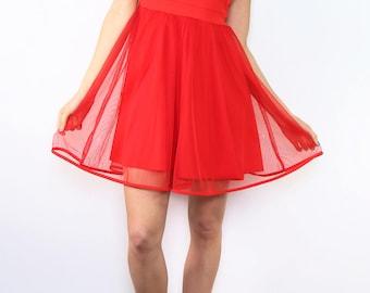 Short dress, sleeveless, flared bottom with tulle, classic collar, V back