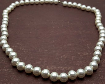 White Pearl Necklace One Strand Matinee Length 24'' Vintage from the 90s Imitation Pearls Wedding Bridal Party Anniversary Gift for her