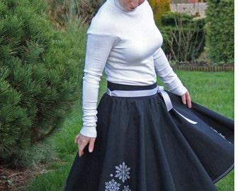 Full circle skirt, 1950s skirt, women skirt, black skirt, embroidered skirt, cotton skirt, knee length skirt, pinup skirt, elastic waist