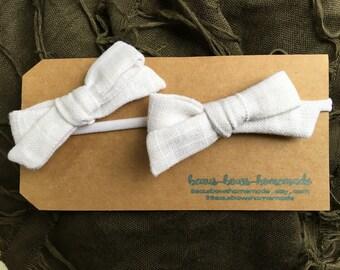 Classic linen school girl bow, Baby Headbands, Baby Bow Headband, Baby Girl Headbands, toddler hair clips, Nylon Headband, Fabric Hair Bows