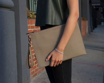NEW! Handmade Khaki Oversize Leather Pouch/ Olive Green Leather Clutch Khaki Leather Pochette Bag Zipper Clutch Envelope / Leather Portfolio