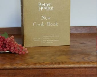 Vintage Cook Book Better Homes and Garden Gold Souvenir Edition Commemorating 10,000,000 1965  Mid Century Cooking