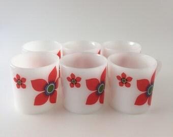Set of 6 Vintage Coffee Cups, Arcopal France, Red Flower Decor / Lot de 6 Tasses à Café Expresso en Arcopal, Décor Fleurs Rouges