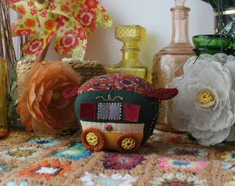 Small Bohemian trailer in embroidered felt (orange/green) / Small embroidered felt bohemian trailer (orange/green)