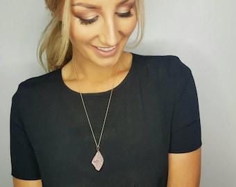 Natural Rose Quartz Pendant Necklace - Rough Rose Quartz Pendant - Gold Necklace - Long Necklace - Gemstone Jewelry - 《the Linda》