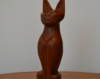 Magnificent cat statue
