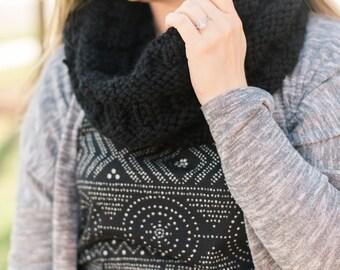 Chunky Knit Winter Cowl // Chunky Knit Cowl // Chunky Knit Scarf // Knitted Cowl // Knitted Scarf