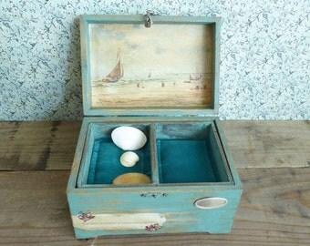 Vintage style wood box. Marine scene