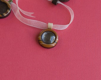 Fine artisan marquetry finished bezel pendant - Various wood types - 20 mm cavity - Organic bail - (Z203c-X)