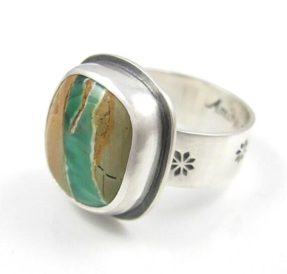 Australian Variscite Ring - sterling silver ribbon Variscite ring with flowers - size 7 3/4 - natural variscite ring - US size 7.75