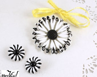 50s Daisy Pin & Clip On Earring Set - 2 Piece Set - Black and White - Blooming Vintage Jewelry - Hey Viv