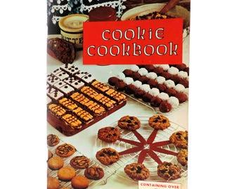 Vintage Cookie Cookbook, Favorite Recipes Press 1965, 500 Mid-Century Baking Recipes