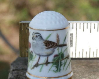 Vintage Bird Thimble, White Throated Sparrow, Zonotrichia albicollis Franklin Mint 1979 Porcelain