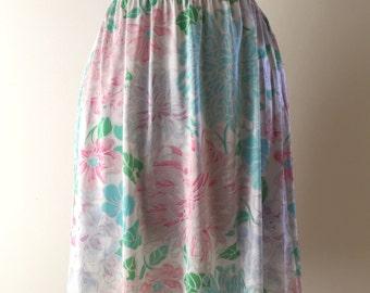 Vintage 1970s Vanity Fair Floral Nylon Half Slip - Medium