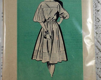 Marian Martin 9009, Misses' Dress Sewing Pattern, Vintage Dress Pattern, Misses Size 10, Uncut