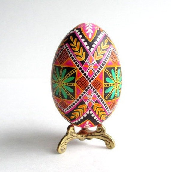 Gift for Mommie fro daughter Pink Pysanka batik wax-resis egg art hand painted eggs with hot beeswax European haritage egg design