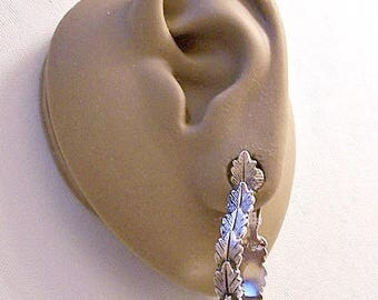 Avon Leaf Band Hoops Clip On Earrings Silver Tone Vintage Large Oval Drop Textured Layered Imprint Open Ring Dangles