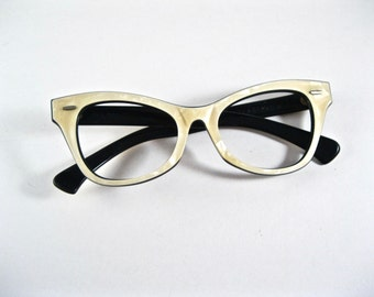 Ray-Ban vintage cat eye white mother of pearl layered sunglasses frames. horn rimmed wayfarer Lisbon style.