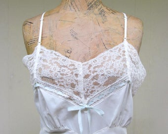 Vintage 1950s Negligee / 50s White Nylon Lace Nightgown / Small