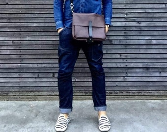 Leather satchel / small messenger bag in leather / leather musette