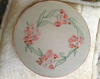 Vintage Embroidery. Pink Gumnut Flowers. Doiley Holder.