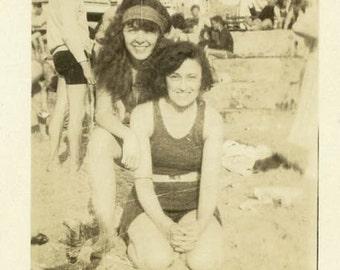 "Vintage Photo ""The Seaside Beauties"" Snapshot Antique Photo Old Black & White Photograph Found Paper Ephemera Vernacular - 40"