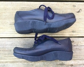 1970s deadstock navy blue platform Famolares loafers US 4 / EUR 35 / UK 1.5