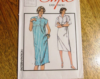 VINTAGE 1980's BOXY Straight Dress / Pullover Muu Muu Gown - Size (14 - 16 - 18) - UNCUT Sewing Pattern Style 4714