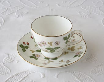 Wedgwood Wild Strawberry teacup and saucer, Leigh model, Bone china cup and saucer set
