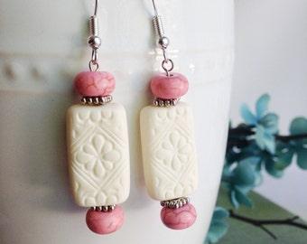 bead earrings, white earrings, bohemian earrings, dangle earrings, vintage beads, fancy earrings, white and pink earrings, gemstone jewelry