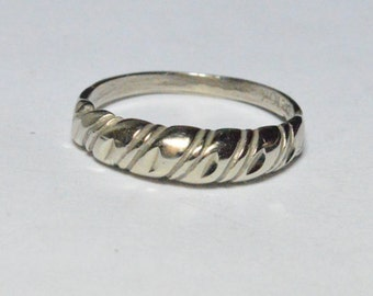 SALE Vintage 10K White Gold Etched Modern Style Band Size 6
