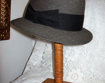 Vintage Men's Gray Fur Felt Trilby Fedora Hat by Richelieu Felts Size 7 Only 10 USD