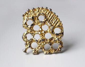 1970s Brutalist  Robert Larin gold plated pewter brooch pin with openwork abstract design