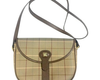 Vintage Burberry khaki nova check classic shoulder bag with brown leather trimmings. Classic Burberry handbag back in the 80's.